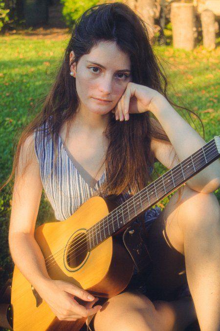 Camila Gambini - Vecina de Canning - Hizo su carrera musical a partir de Instagram