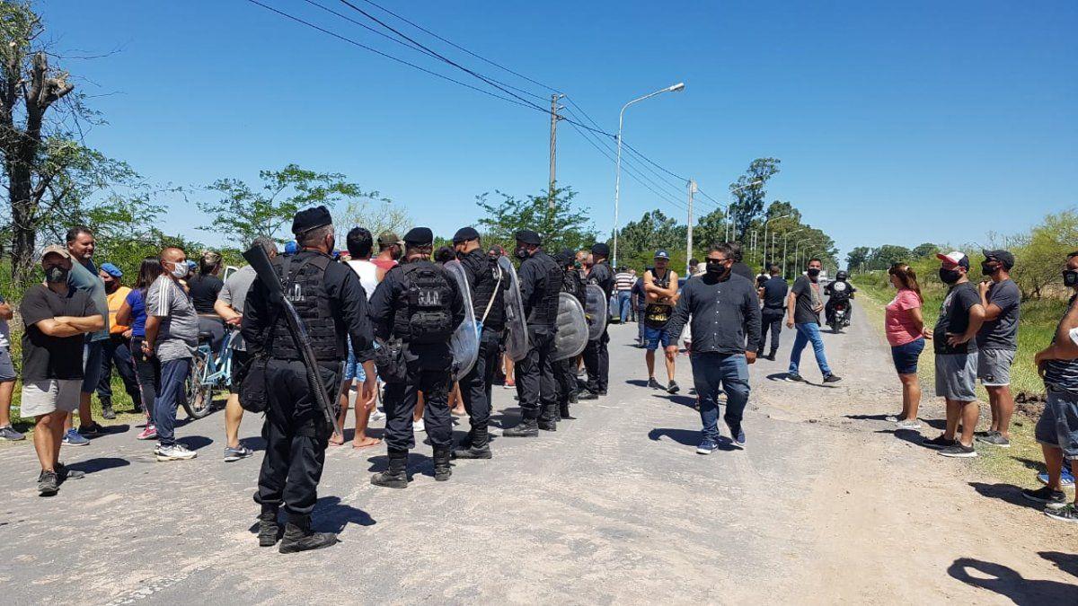 Máxima tensión en el barrio Fronteras de San Vicente y corte de ruta